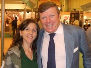 Rocío con Cesar Cadabal en el stand de Cazaworld