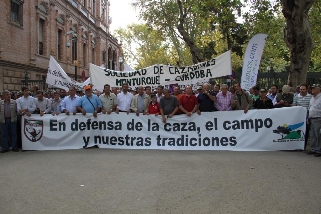 50000 cazadores se manifiestan en Sevilla