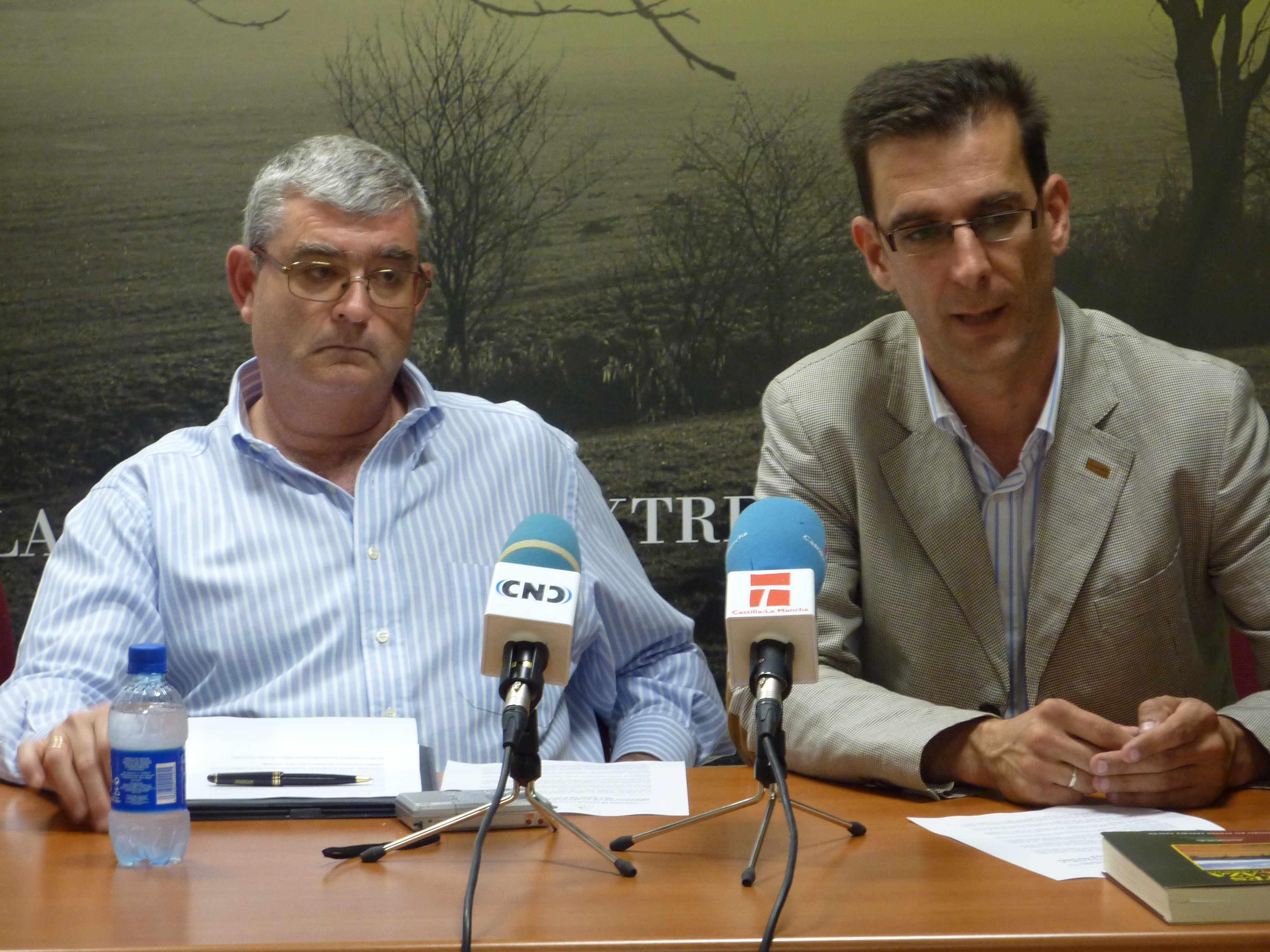 Juan de Dios Garcia (I) y Luis Fernando Villanueva (d)