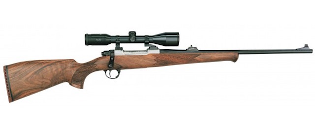Rifle de cerrojo Sabatti Rover 870 Bavarian acabado en madera.