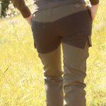 Detalle del pantalón técnico de Pasión Morena WildLife.