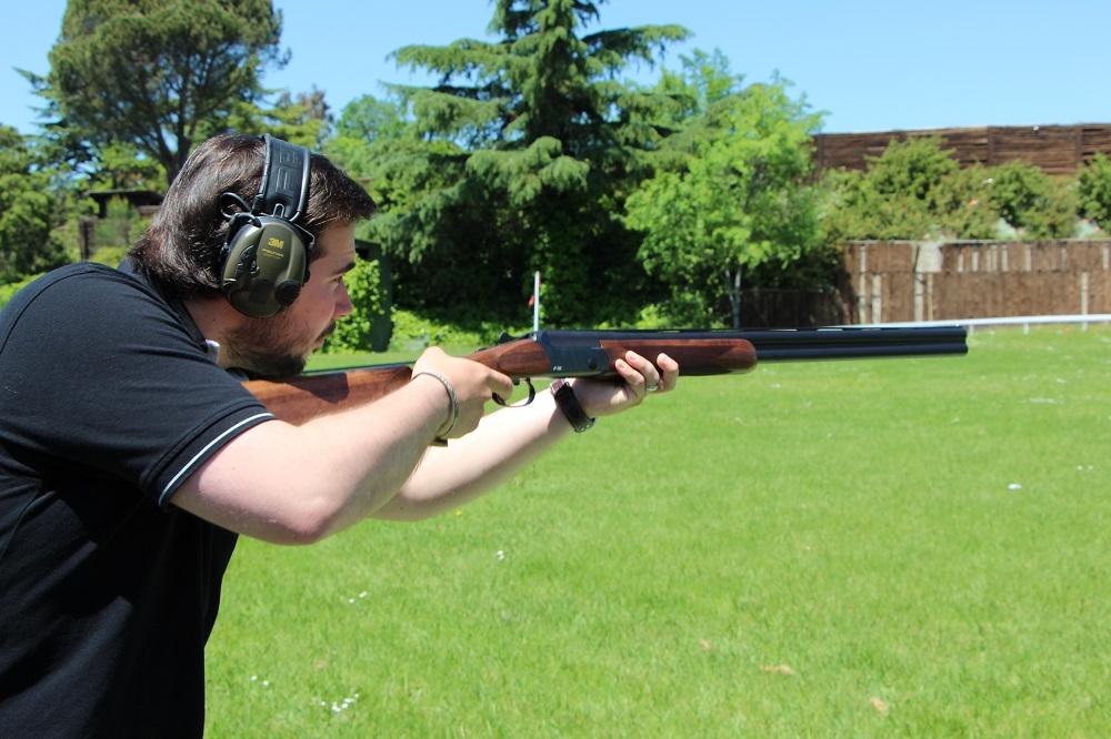 tirador con la nueva escopeta Blaser F16.
