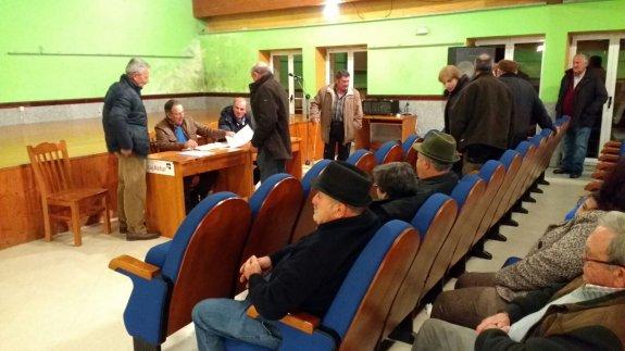 Momento de la asamblea celebrada en Piloña /E.C.