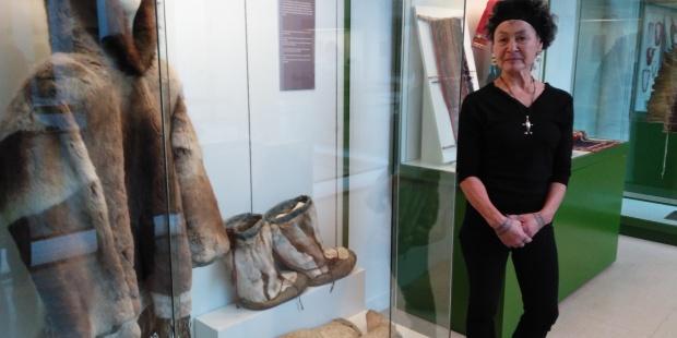 La abogada inuit Aaju Peter en el Museo de Antropología de Madrid. EFE/Lourdes Uquillas