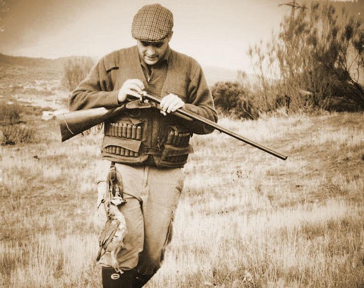 Cazador con escopeta para la sección Pluma invitada