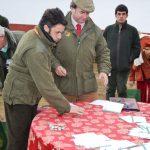 Momento del sorteo en la montería celebrada en Navalentisco por Cinegética Los Barrancos