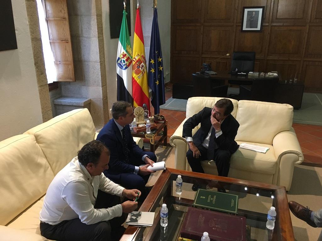 La Federación Extremeña de Caza mantenida con el presidente de la Junta de Extremadura.