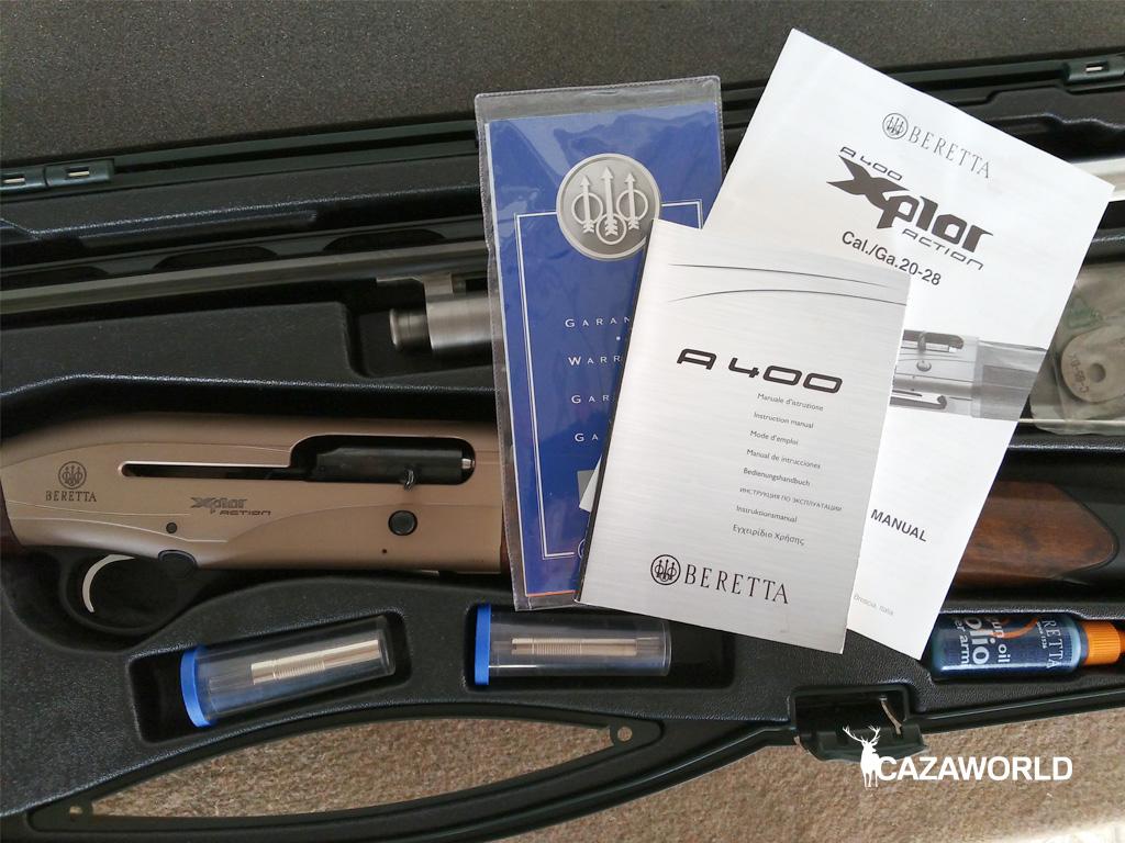 El maletín de la Beretta A400 Xplor Action contiene accesorios como choques, aceite, cuñas para desviación de culata...