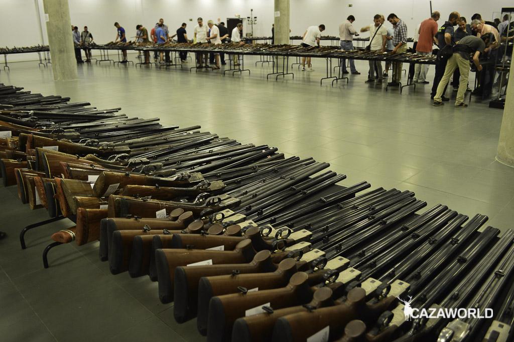 Escopetas expuestas en la subasta de armas celebrada en Madrid en 2016.