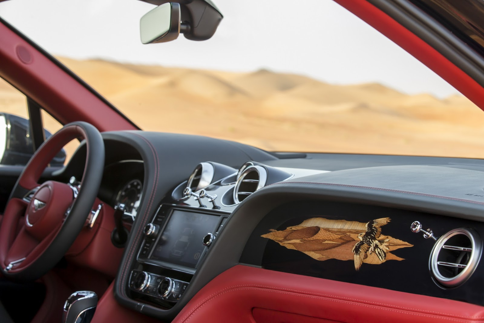 El salpicadero del Bentley Bentayga Falconry, un lujo al alcance de muy pocos.