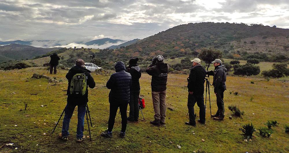 Grupo haciendo ecoturismo
