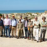 Participantes en el curso de seguimiento de huellas proporcionado por la Aepes en Doñana.