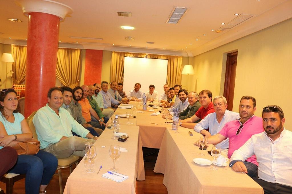 Reunión en la que se formó la Asociación Española de Organizadores de Montería.