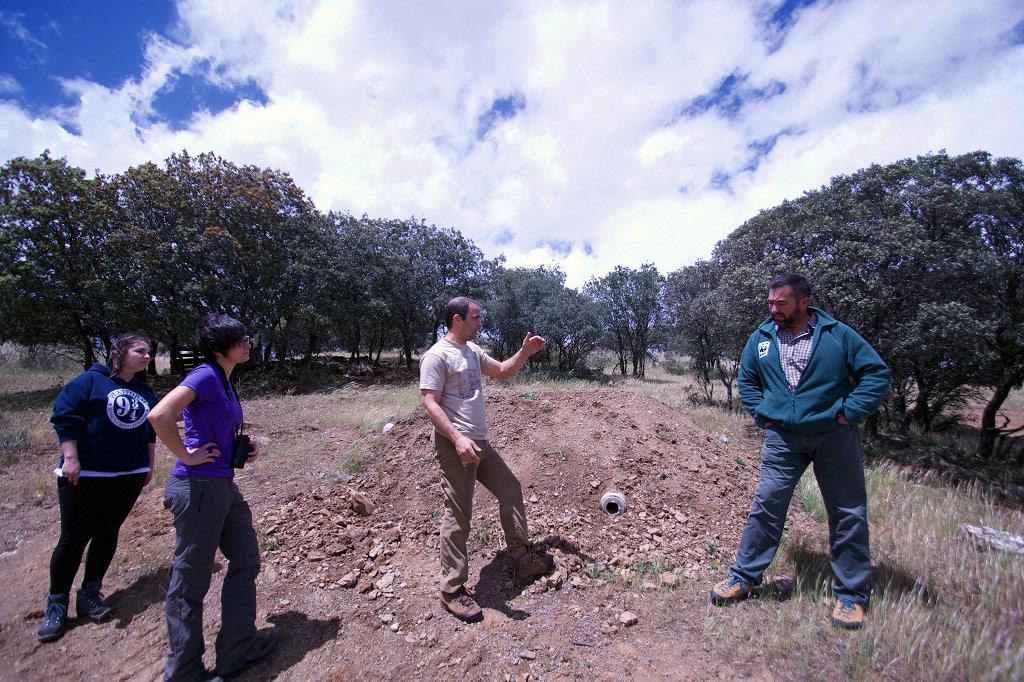 Ramón Pérez de Ayala dando indicaciones durante el proyecto SOS Conejo