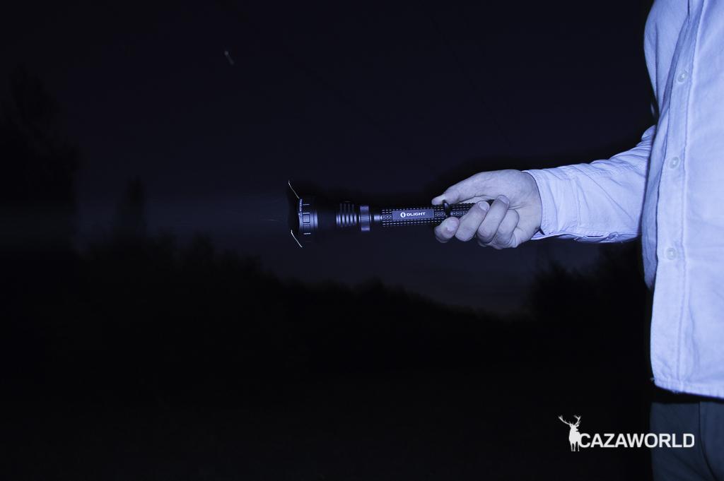 Haz de luz de la linterna M3XS UT Javelot de Olight. Potencia 1.200 lúmenes.
