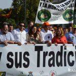 Representantes del sector de la caza y de los partidos políticos en la cabeza de la manifestación.
