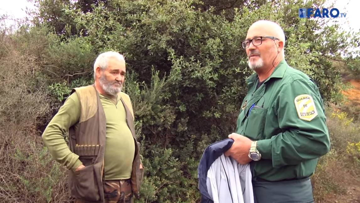 El cazador y el guarda de caza que ayudaron al subsahariano.