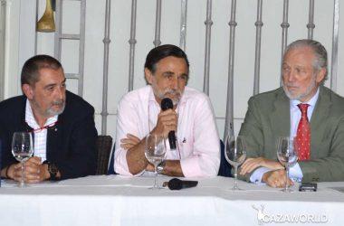 Florencio Markina, a la izquierda, y José Luis López-Schummer, a la derecha, con el autor.