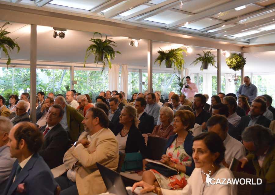 """Gran asistencia de público a la presentación de """"Más cosas de caza"""" de Pablo Ortega."""