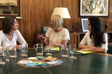 Teresa Ribera reunida hoy con miembros del PACMA / Europa Press