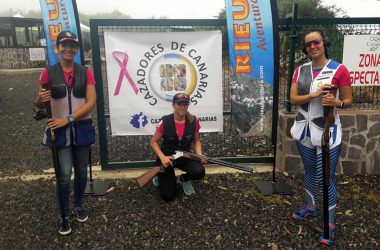 Participantes en la tirada solidaria en beneficio de la AECC