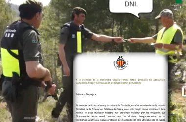 Agentes Rurales armados pidiendo documentación a cazador