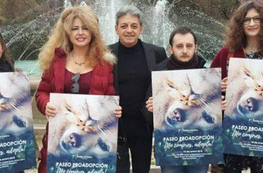 Manuel Serrano (tercero por la izquierda) durante un acto de Pacma. / PACMA Jaén (Facebook)