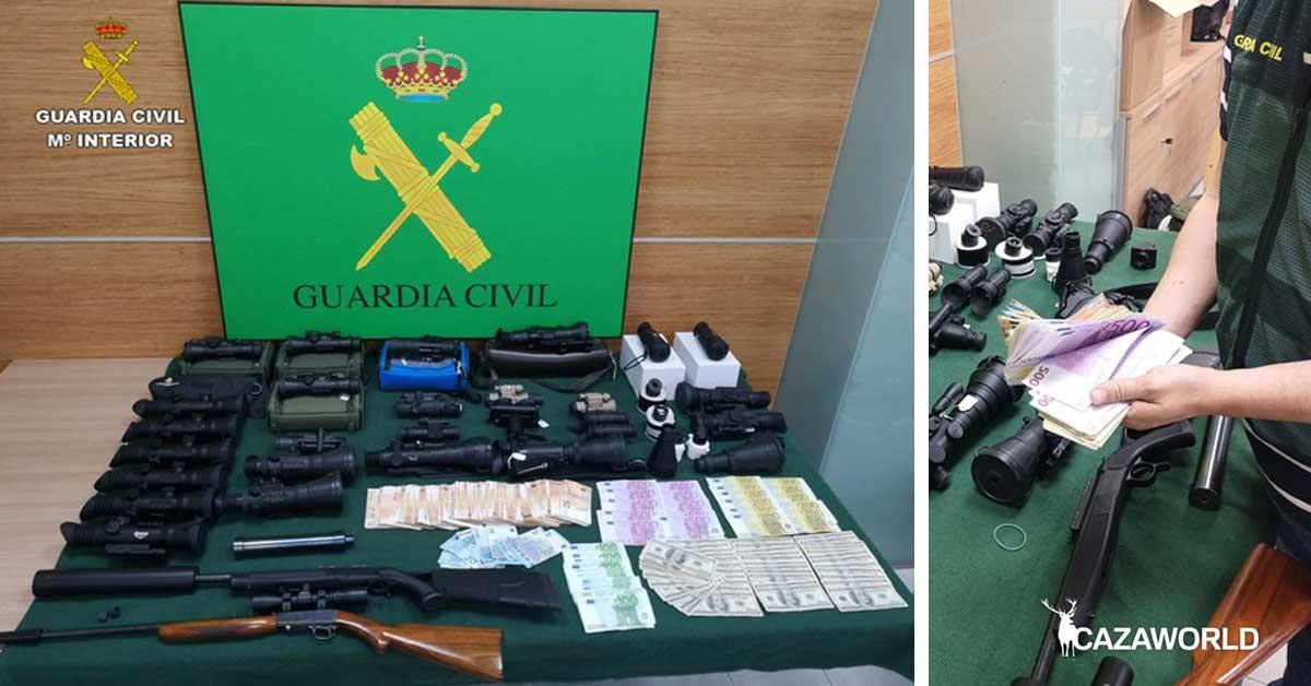 Dinero en metálico y visores térmicos y nocturnos incautados por la Guardia Civil.