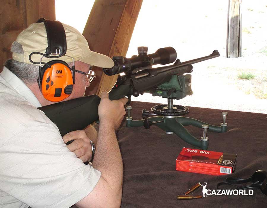 Probando rifle y visor en campo de tiro