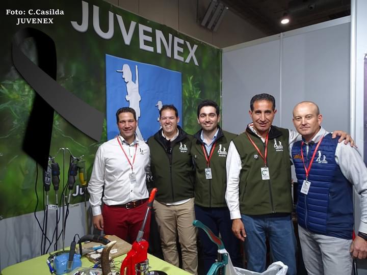 Miembros del equipo de Juvenex con Miguel García, segundo por la izquierda.