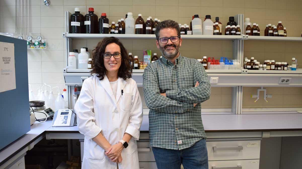 Almudena Soriano, de la UCLM, y Carlos Sánchez, de Artemisan.